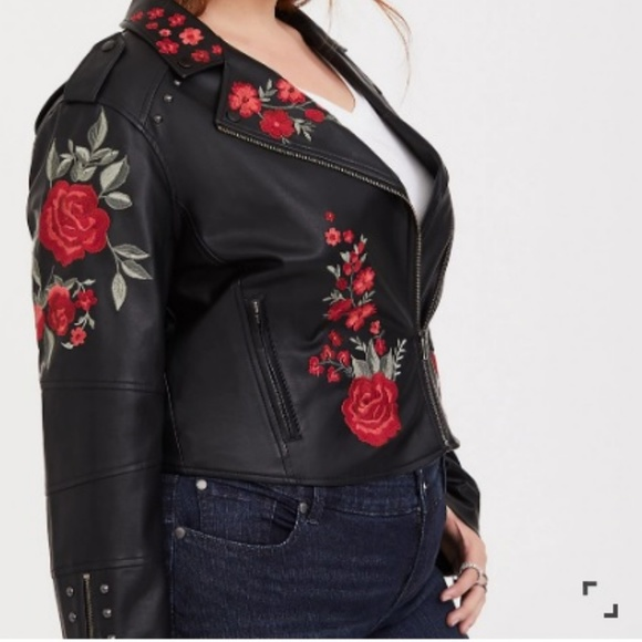 c47149464a150 NWT 0X Torrid Faux Leather Black Rose Moto Jacket